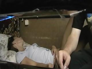 Сызранский хлопец дерет пьяную супругу поздним вечером