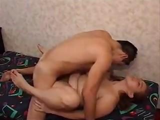 Молодой москвич жестко дерет матюрку по случаю