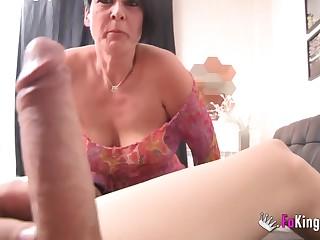 Чернявая бабенка повелась на большой член по скайпу и попала на реальный секс с испанцем