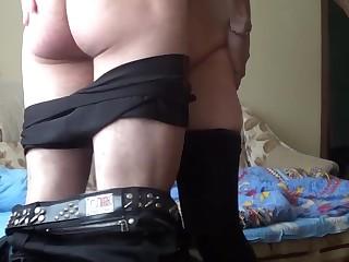 Русский парень зашел к соседской милфе попить чай и получил классный секс с бабенкой